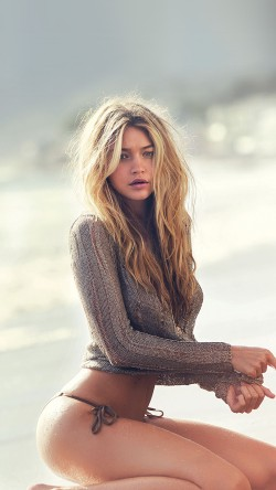 Gigi Hadid models new GUESS collection