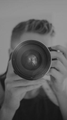 mw33-camera-eye-film-city-life-zoom-bokeh-flare-dark-bw
