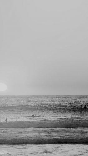 mw96-happy-beach-sea-holiday-nature-fun-city-bw-dark